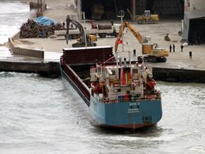 Ereğli'de gemi karaya oturdu!