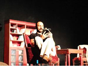 'Kendi Kendine Konuşmaktır Aşk' sahnede