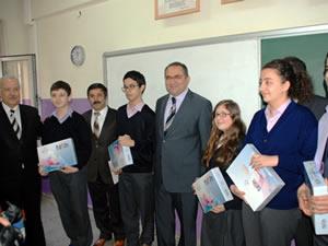 Öğrencilere tablet bilgisayar dağıtımı başladı