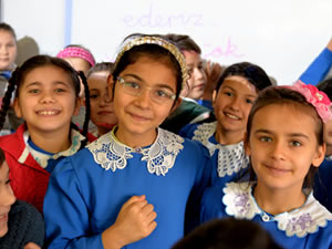 ERDEMİR'den 15 okula akıllı tahta, projeksiyon ve bilgisayar desteği