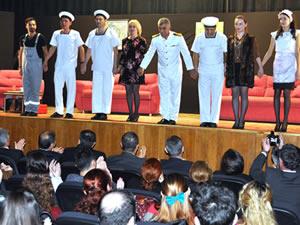 'Emret Komutanım-Süt Kardeşler' oyunu ilgiyle izlendi