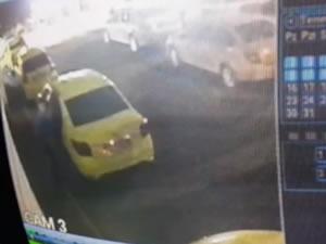 Taksi durağındaki hırsızlık, güvenlik kameralarına yansıdı