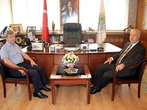 Vali Çınar, Belediye Başkanı Akdemir'i ziyaret etti