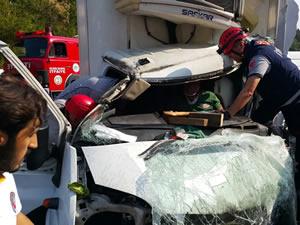 3 aracın karıştığı feci kazada, 2'si ağır 3 kişi yaralandı