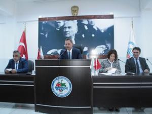 """Belediye Meclisi'nde """"borçlanma"""" tartışması"""