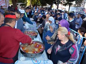 Karadeniz Ereğli Belediyesi 3 bin kişiye aşure dağıttı