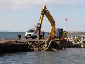 Liman iskelesi onarılıyor