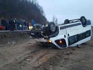 Madencileri taşıyan minibüs, otomobille çarpıştı: 23 kişi yaralandı
