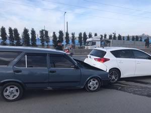 İki araçta da maddi hasar oluştu