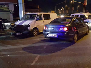 Otomobille kamyonetin çarpıştığı kazada 5 kişi yaralandı