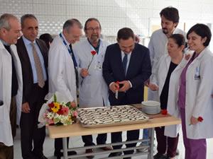 Uysal, hekimler ve sağlık çalışanlarının tıp bayramını kutladı