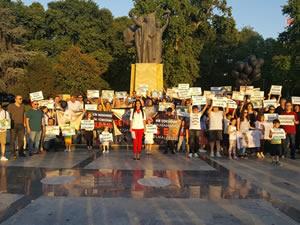 Çocuk istismarlarına tepki göstermek için eylem yaptılar