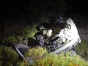 Otomobil şarampole yuvarlandı: 1 kişi öldü, yaralanan 2 kişi kaçtı