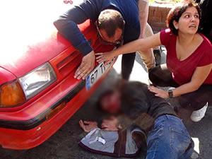 Yol verme tartışması sırasında otomobilin altında kaldı!