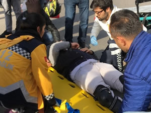 Otomobil ile motosikletin çarpıştığı kazada bir kişi yaralandı