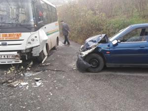 Midibüs ile otomobilin çarpıştığı kazada bir kişi yaralandı
