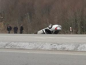 Takla atan otomobilin sürücüsü kazayı yara almadan atlattı