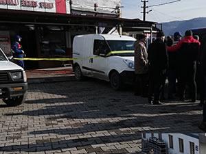 Silahlı kavgada başından vurulan adam ağır yaralandı