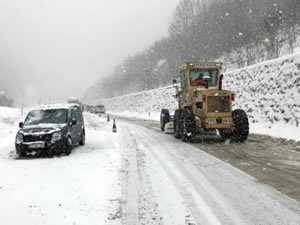 Zonguldak yolunda kar yağışı