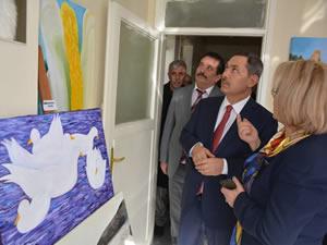 Ressam Meral Atsan'ın 35. sanat yılı onuruna resim sergisi açıldı