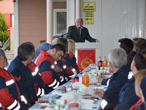 Belediye Başkanı Halil Posbıyık, itfaiyecilerle iftar yemeğinde bir araya geldi