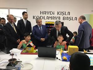 Kışla Mahmut Likoğlu Ortaokulu'nda Robotik Kodlama Atölyesi açıldı