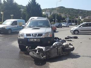Motosikletle kamyonetin çarpıştığı kazada iki kişi yaralandı