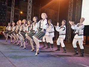 Altı ülkeden gelen halk dansları grupları gösteri yaptı
