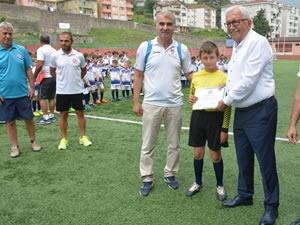 Yaz Futbol Okulu öğrencilerine sertifikaları verildi