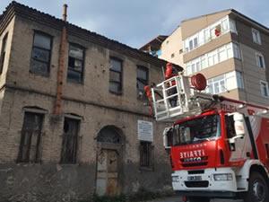 Metruk binada tehlike oluşturan bölümler temizlendi