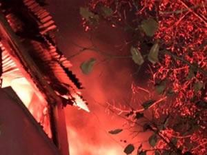 Beş kişilik aile yangından son anda kurtuldu