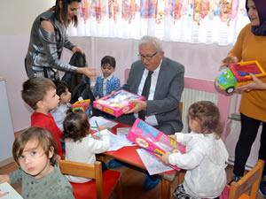 Belediye Başkanı Posbıyık'tan miniklere yeni yıl armağanları