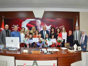 Belediye Başkanı Posbıyık, dünya birincilerini kutladı