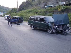 İki otomobilin çarpıştığı trafik kazasında iki kişi yaralandı