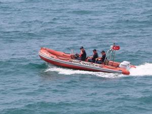 Zonguldak'ta kayalıklardan denize giren 4 kişi boğulma tehlikesi geçirdi