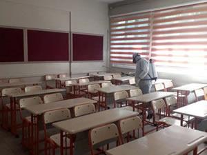 Sınav yapılacak okullar Belediye tarafından dezenfekte ediliyor